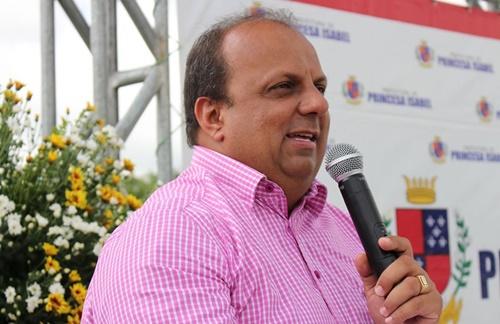 Justiça mantém bloqueio de bens do prefeito de Princesa Isabel, secretária de Saúde e de empresário